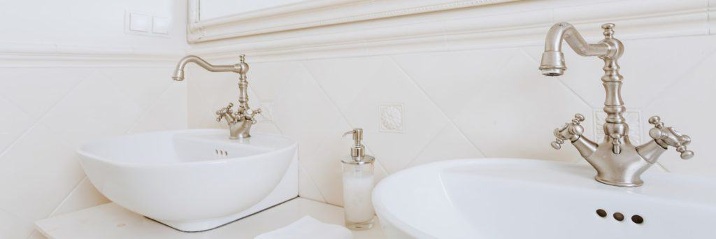 Washbasins with vintage style faucets