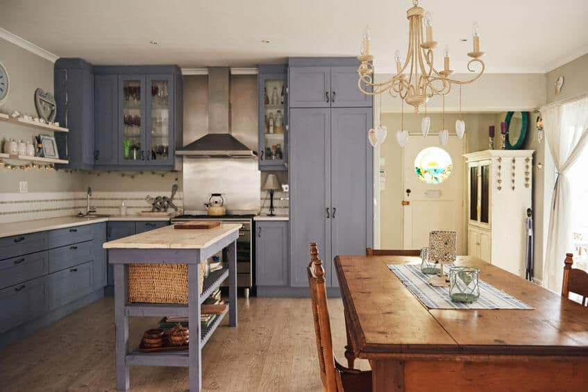 Amerikai konyhás nappali berendezése L-alakú konyhával