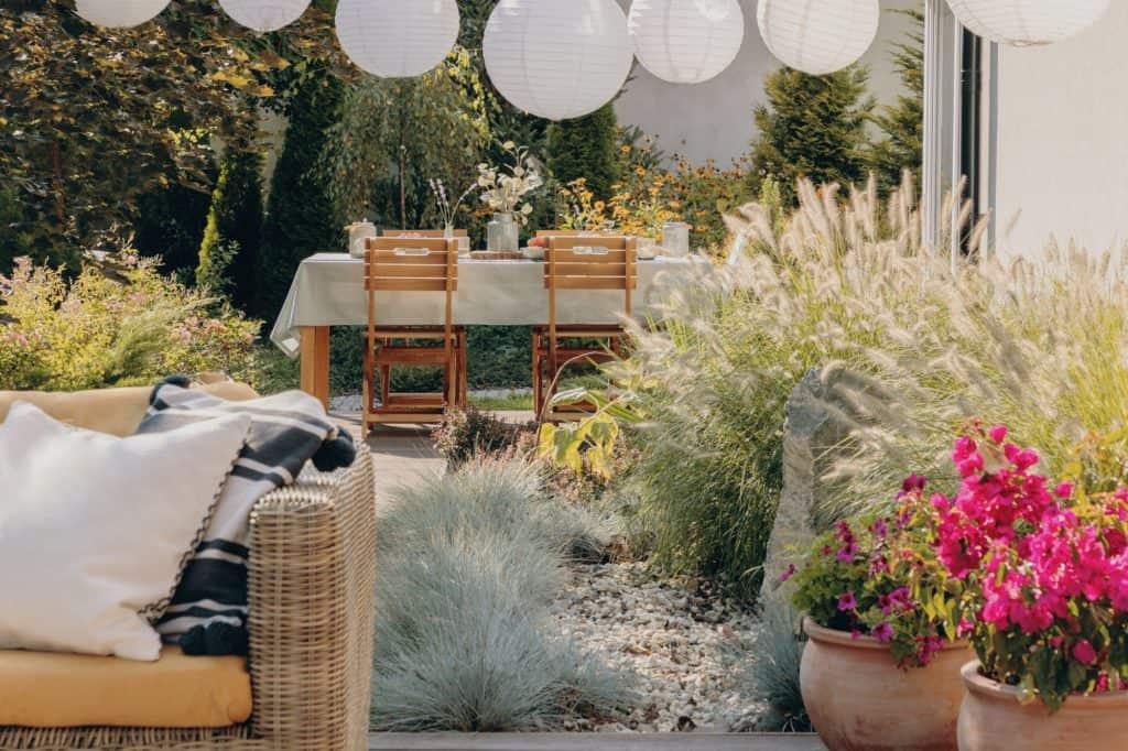 Fa és rattan kerti bútorok