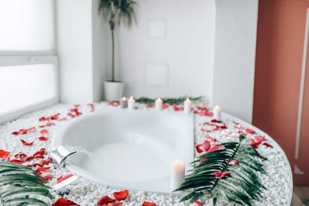 Bathroom decorated with branches and rose petals