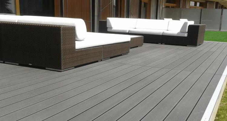Minőségi kerti bútorokhoz válasszuk a legjobb burkolatot!