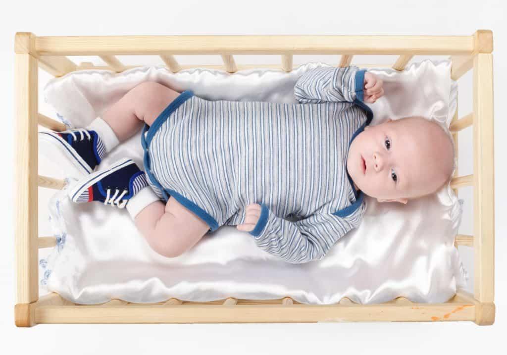 baba ágy gyerekágy rácsos ágy kiságy
